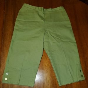 Alfred Dunner Size 14P green Capri's.
